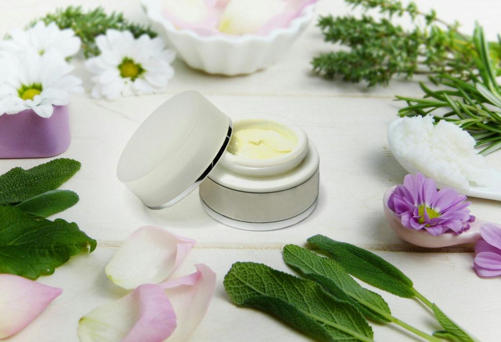 Jak przygotować skórę pod makijaż?